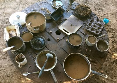 mudplay-in-the-mud-kitchen